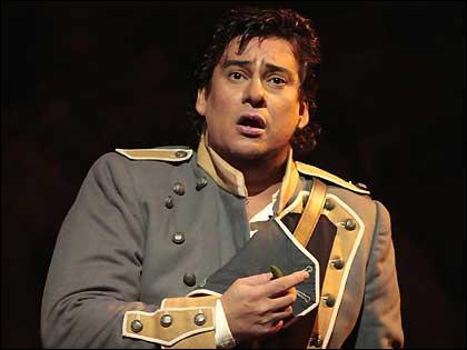 Quelle est la profession de Don José, le premier amant de Carmen ?