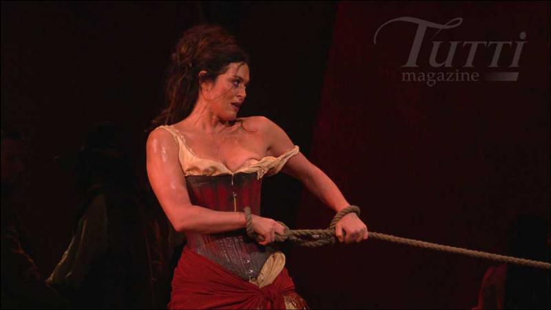 Comment s'appelle la danse sur laquelle Carmen chante  L'amour est enfant de Bohème ...   ?