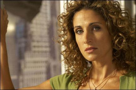 Et qui joue le rôle de Stella Bonasera ?