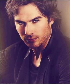 Qui oblige Damon à devenir un vampire ?