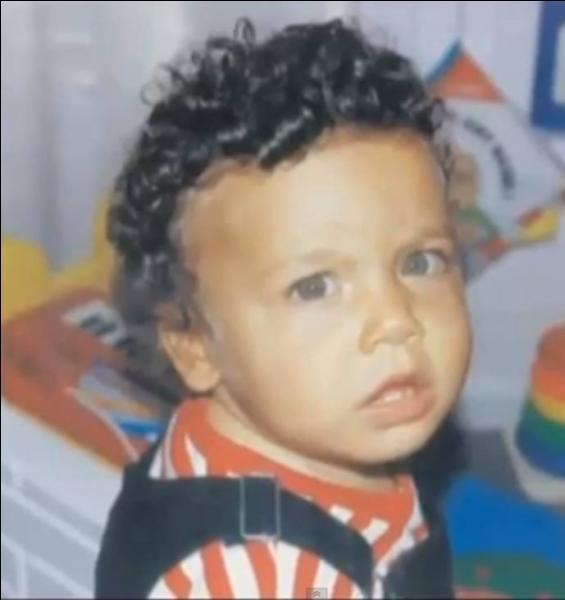 En quelle année Kev Adams est-il né ?