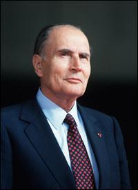 Janvier : L'ancien président François Mitterrand décède le 8. Où sera-t-il inhumé ?