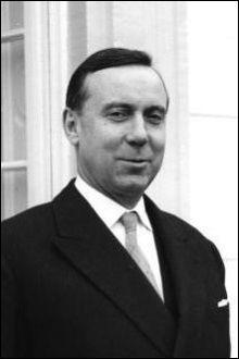 Août : Après avoir occupé des fonctions ministérielles, Michel Debré fut élu député de La Réunion en 1963. Qu'a-t-il organisé dès cette année-là ?