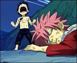 Qui gagne le combat entre le petit Natsu et le petit Grey ?
