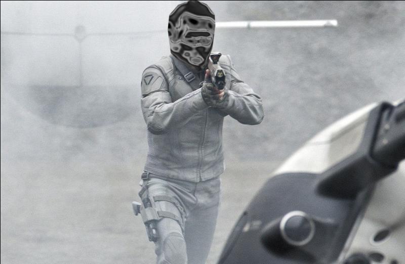 Oblivion  se déroule en 2077 : Jack Harper, en station sur la planète Terre dont toute la population a été évacuée, est en charge de la sécurité et de la réparation des drones. Jack Harper est :