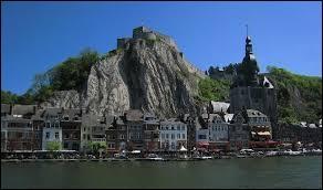 Nous allons visiter la ville de Dinant. D'après-vous, où ce situe cette commune ?