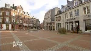 Nous sommes dans le centre de la ville de Marche-en-Famenne. Nous nous situons ...