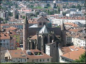 Elle est surnommée  la cité des images , car c'est ici que Jean-Charles Pellerin dessina les premières images qui firent la réputation de la ville au début du XIXe siècle. Quelle est cette cité vosgienne, arrosée par la Moselle ?