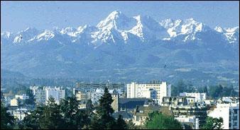 Nous traversons la France pour nous rendre dans la capitale de la Bigorre, préfecture du département des Hautes-Pyrénées. C'est-à-dire :