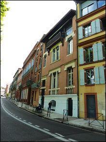 Ville natale de Claude Nougaro, cette ville de Midi-Pyrénées est la 4ème commune la plus peuplée de France. C'est  la ville rose , autrement dit :