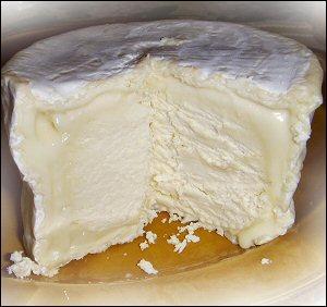 Le nom de cette petite commune de l'Aube est indissociable de celui du fromage au lait de vache très crémeux qui en est originaire, et qui bénéficie d'une AOC depuis 1970. Il s'agit de :