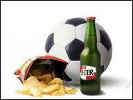 Ce ballon de football, cette bière et ces chips vous font évidemment penser à ...