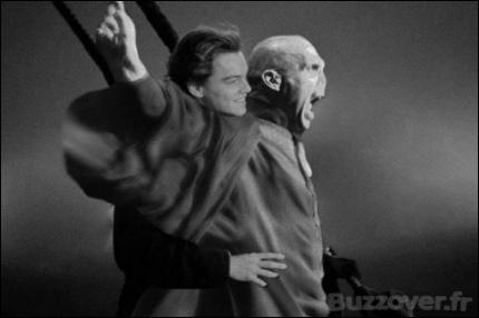 Je ne résiste pas à vous montrer cette image... Je ne savais pas que Voldemort était un jour monté à bord du _____ !