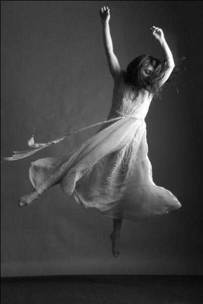 Qui chantait  Ce rythme qui t'entraîne jusqu'au bout de la nuit réveille en toi un tourbillon de vent de folie  ?