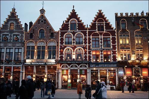 Après Bruxelles, quelle est l'agglomération la plus peuplée de Belgique ?