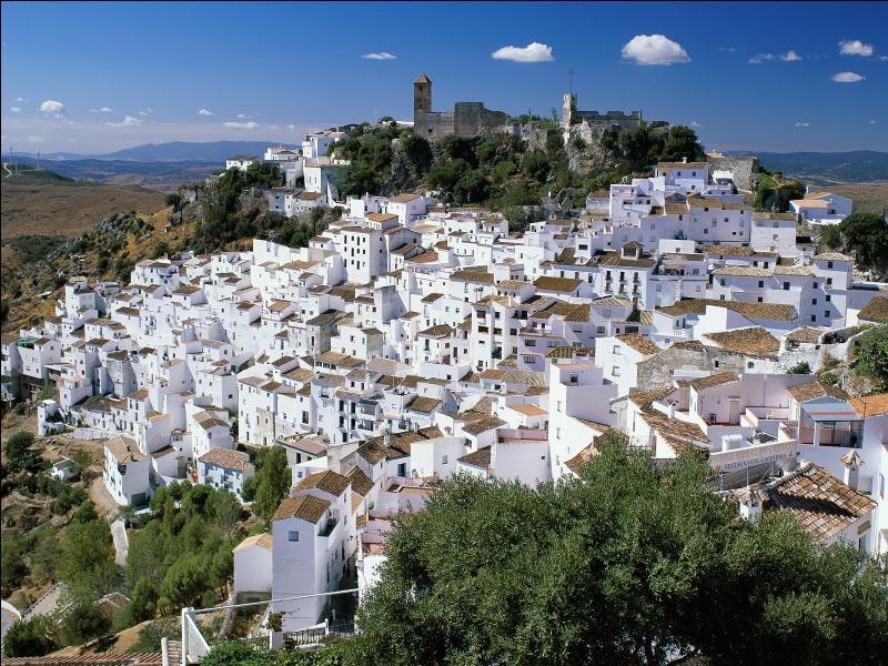 Laquelle de ces communautés autonomes espagnoles est-elle la plus peuplée ?