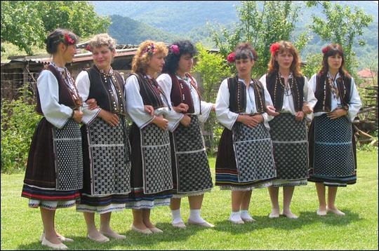 La Bulgarie subit actuellement une importante crise démographique et sa population ne cesse de baisser. Laquelle des raisons de cette chute de la démographie bulgare est-elle vraie ?