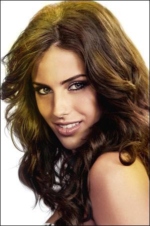 Comment s'appelle l'actrice qui interprète le rôle d'Adrianna ?