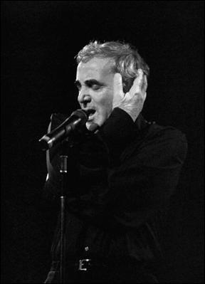Complétez les paroles de cette célèbre chanson d'Aznavour : 'Hier encore, j'avais vingt ans...