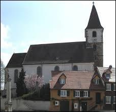 Voici l'église de la commune d'Eschentzwiller. Elle se situe ...