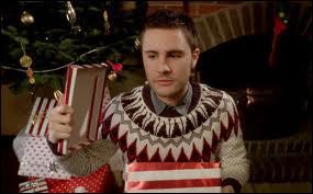 Dans quelle vidéo Cyprien découvre-t-il qu'il a trop secoué son cadeau alors que c'était un hamster à l'intérieur ?