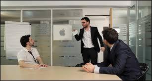 Dans quelle vidéo Cyprien et ses collègues sortent-ils du champagne dès qu'ils ont trouvé une bonne idée ?