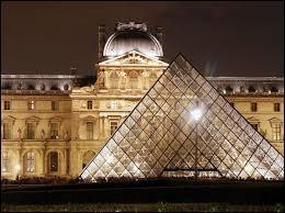 Qu'est-il arrivé le 21 août 1911 au Louvre ?