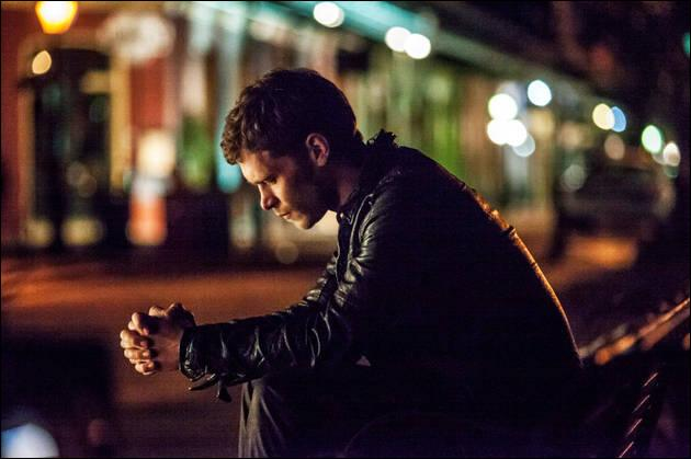 A la fin de la saison 4, Klaus part...