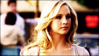 Caroline Forbes a été transformée en vampire dans la saison 3 par Damon Salvatore. Vrai ou faux ?