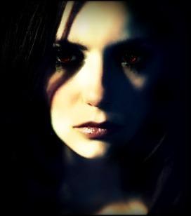 Elena voulait devenir un vampire. Vrai ou faux ?
