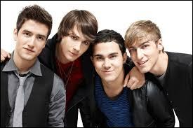 Quel boys band américain formé en 2009 joue aussi dans une sitcom qui porte le même nom que le groupe ?