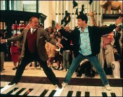 Dans quel film de 1988 Tom Hanks joue-t-il un enfant qui se retrouve dans la peau d'un jeune adulte ?