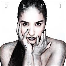 Quelle est la couleur de cheveux de Demi ?