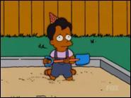 C'est le fils préféré d'Apu. Son premier mot était  Papa .