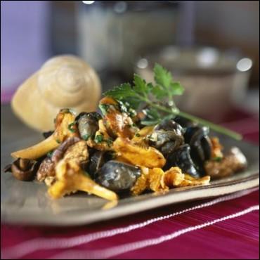 Puis nous dégusterons une poêlée d'escargots aux :
