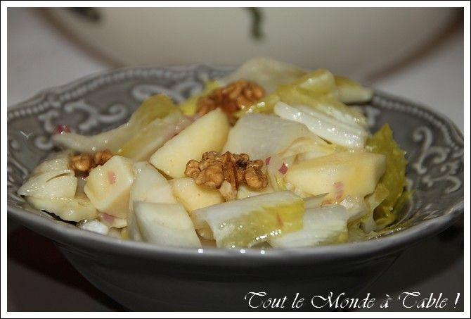 Nous commençons le repas avec une salade d'endives agrémentée de :