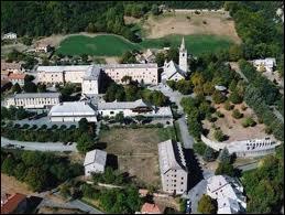 Voici Notre-Dame-du-Laus. Ce hameau de la commune pacaïenne de Saint-Étienne-le-Laus se situe dans le département n° ...