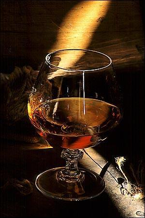Nous allons goûter une eau-de-vie de vin produite dans les départements français du Gers, des Landes et du Lot-et-Garonne :