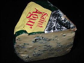 Le fromage arrive avec un Saint-Agur au lait de :