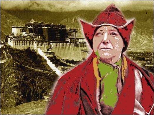 Cette femme journaliste, écrivaine et exploratrice fut, en 1924, la première femme d'origine européenne à séjourner à Lhassa au Tibet...