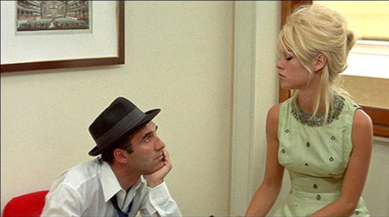 Ce film est classé 7e, il date de 1963. Il a été réalisé par Jean-Luc Godard, avec Brigitte Bardot, Michel Piccoli. Voici une réplique de ce film « Tu les aimes mes cheveux, aussi ? Et mes cuisses ? Tu vois mon derrière dans la glace ? Tu les trouves jolies, mes fesses ? »...Quel est ce film ?