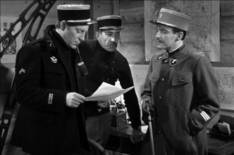 Il est classé 15e. C'est un film de guerre (1914 - 1918) sans bataille ni espion, presque sans violence. Il est de Jean Renoir, avec Jean Gabin, Marcel Dalio, Pierre Fresnay, Eric von Stroheim. Il date de 1937.Quel est ce film ?