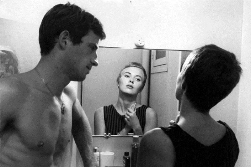 Ce film est classé 34e, il est sorti en 1959, réalisé par Jean-Luc Godard, avec Jean-Paul Belmondo, Jean Seberg. C'est une histoire de petit voyou qui devient un tueur de flic.Quel est ce film ?