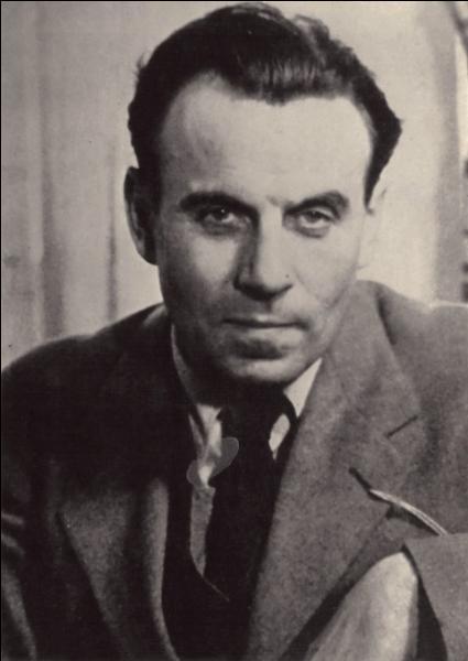 Louis-Ferdinand Céline, médecin et écrivain, auteur de  Voyage au bout de la nuit ...