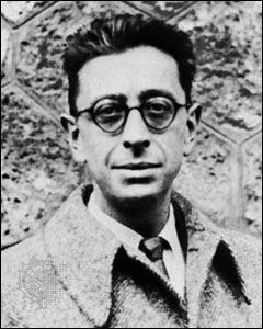 Robert Desnos, poète, auteur de  Chantefables ...