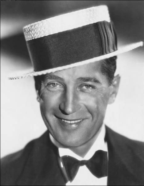 Maurice Chevalier, chanteur et acteur.  Prosper ,  Ma pomme  ...