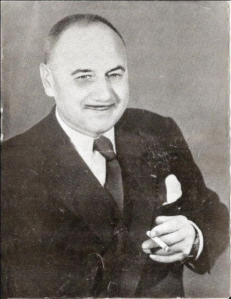 Jean Nohain, écrivain, parolier et homme de télévision.  Couchés dans le foin ,  Quand un vicomte  ...