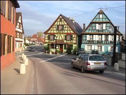 Nous traversons la commune de Muttersholtz. Nous sommes ...