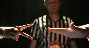 Au jeu de Pierre-feuille-ciseaux, que symbolisent ces gestes ?