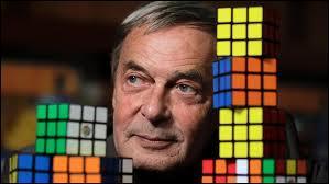 Le Rubik's cube, le célèbre casse-tête, a été inventé par le Hongrois Erno Rubik en :